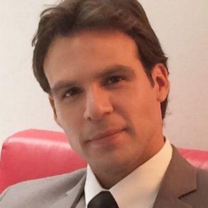 Álex Adames Headshot