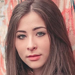Talita Akemy 1 of 2