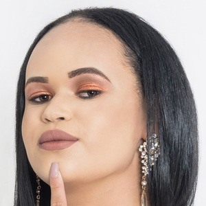 Bianca Alves Headshot
