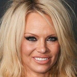 Pamela Anderson 1 of 10