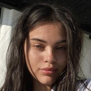 Reina Angelica 1 of 6
