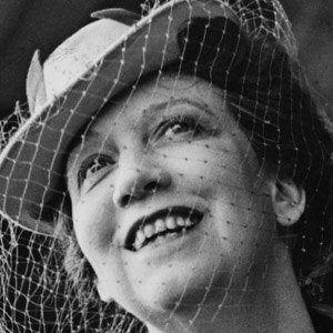 Elizabeth Arden Headshot