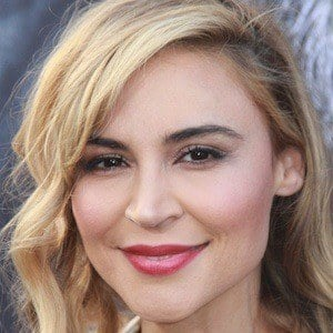 Samaire Armstrong 1 of 10