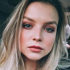 Anna Grace Barlow 1 of 5