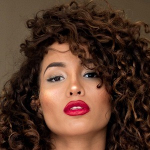 Marcela Amor Barnes Headshot