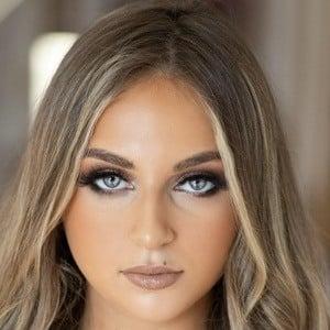 Isabella Barrett 1 of 9