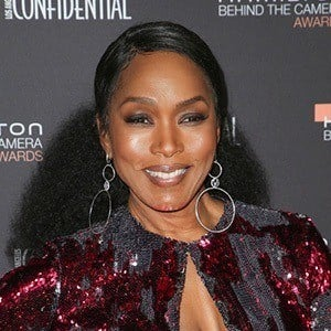 Angela Bassett 1 of 10