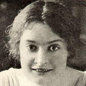 Nora Bayes Headshot