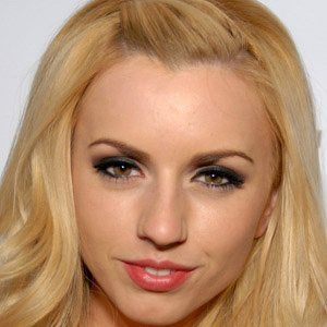 Lexi Belle 1 of 4