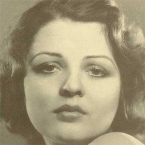 Lillian Bond Headshot