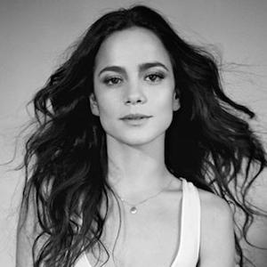 Alice Braga 1 of 5