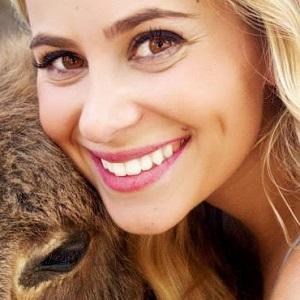 Carly Brooke Headshot