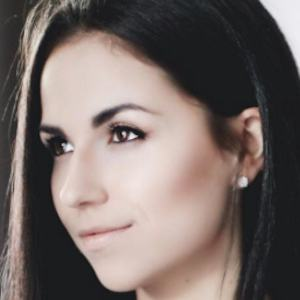 Haley Cairo 1 of 8