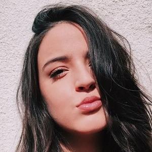 Isa Camargo 1 of 6