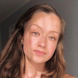 Annalia Carole 1 of 4