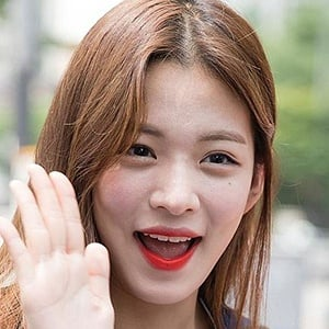 Lee Chae-young - Bio, Facts, Family | Famous Birthdays