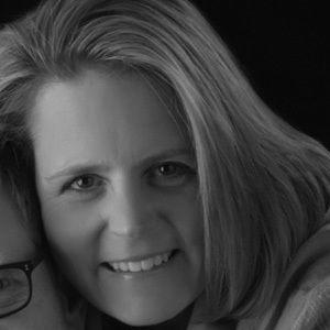 Mary Beth Chapman Headshot