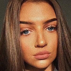 Olivia Claudia 1 of 10
