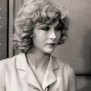 Joyce Compton Headshot