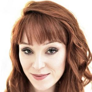 Ruth Connell 1 of 3