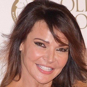 Lizzie Cundy 1 of 5