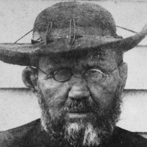 the life and mission of father damien God granted father damien, in the evening of his life, the consolation of seeing that others would continue the work he had begun the disease soon worsened, attacking his internal organs on march 9, 1889, father damien ascended to the altar for the last time.