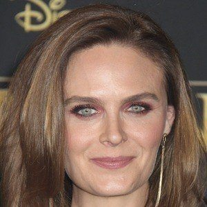 Emily Deschanel 1 of 10
