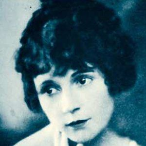 Dorothy Devore Headshot