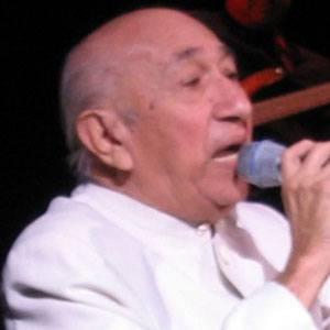 Simón Díaz Headshot