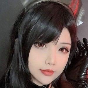 Hana Dinh 1 of 7