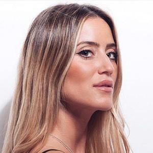 Casandra Dodero 1 of 6