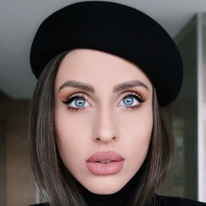 Iuliana Doroftei 1 of 6