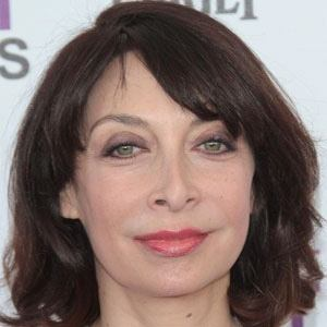 Illeana Douglas 1 of 9