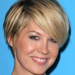 Jenna Elfman 1 of 9