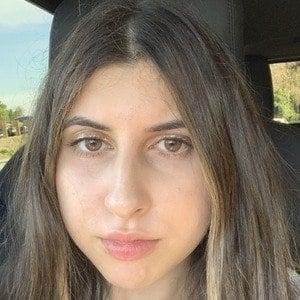 Chloe Hannah Elie 1 of 4