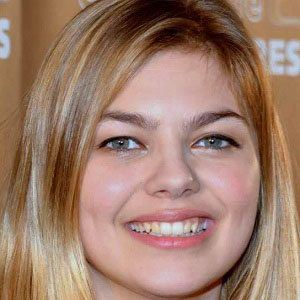 Louane emera bio facts family famous birthdays for Louane emera chambre 12
