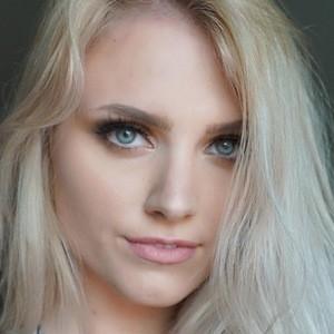 Emily Emmens 1 of 4