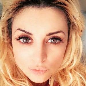 Lia Ferré 1 of 5