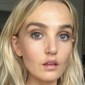 Chloe Fineman Headshot