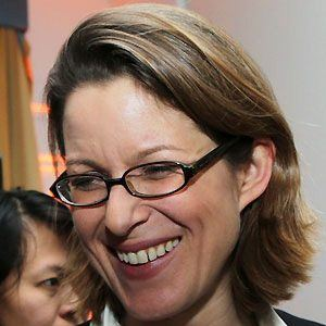 Stephanie Hope Flanders Headshot