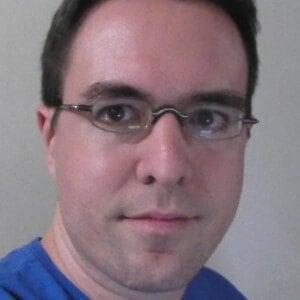 Daniel Fraga Headshot