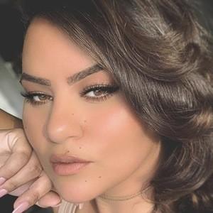 Najla Gün 1 of 4