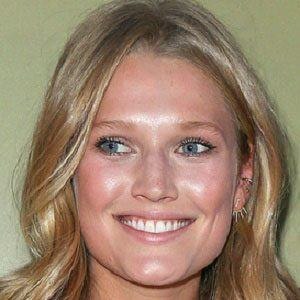 Toni Garrn 1 of 6