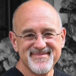 Daniel Todd Gilbert Headshot