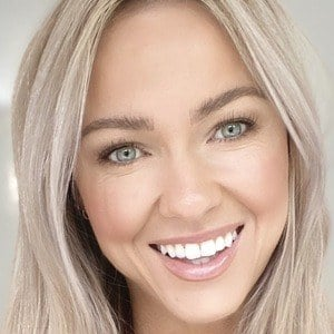 Caroline Girvan Headshot