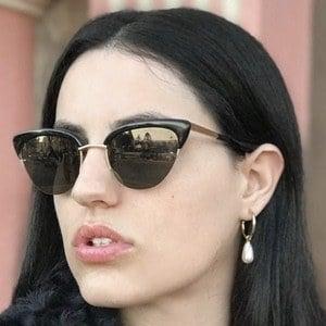 Danielle Gold Headshot 1 of 10