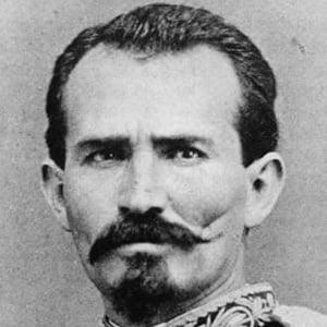 Manuel González Headshot