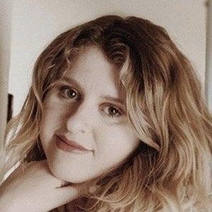 Hannah Grace 1 of 6