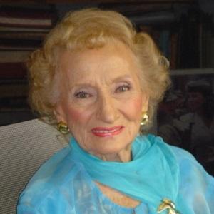 Ruth Gruber Headshot