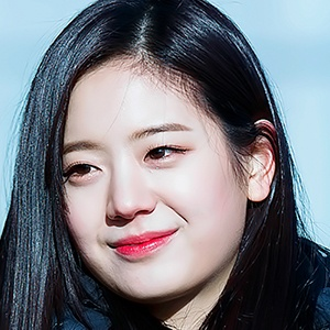 Jang Gyu-ri Headshot